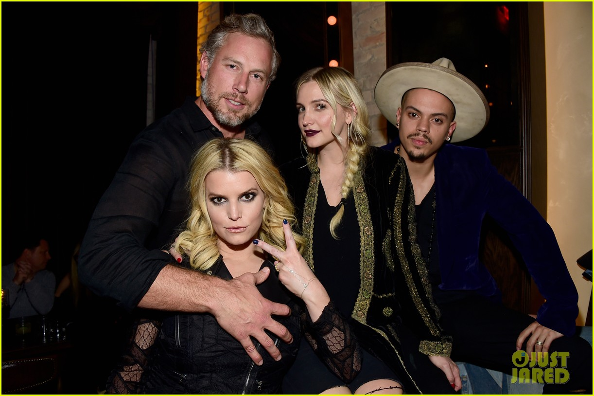 jessica ashlee simpson have a double date with their men 013544158