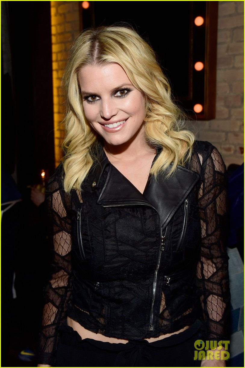 jessica ashlee simpson have a double date with their men 043544161