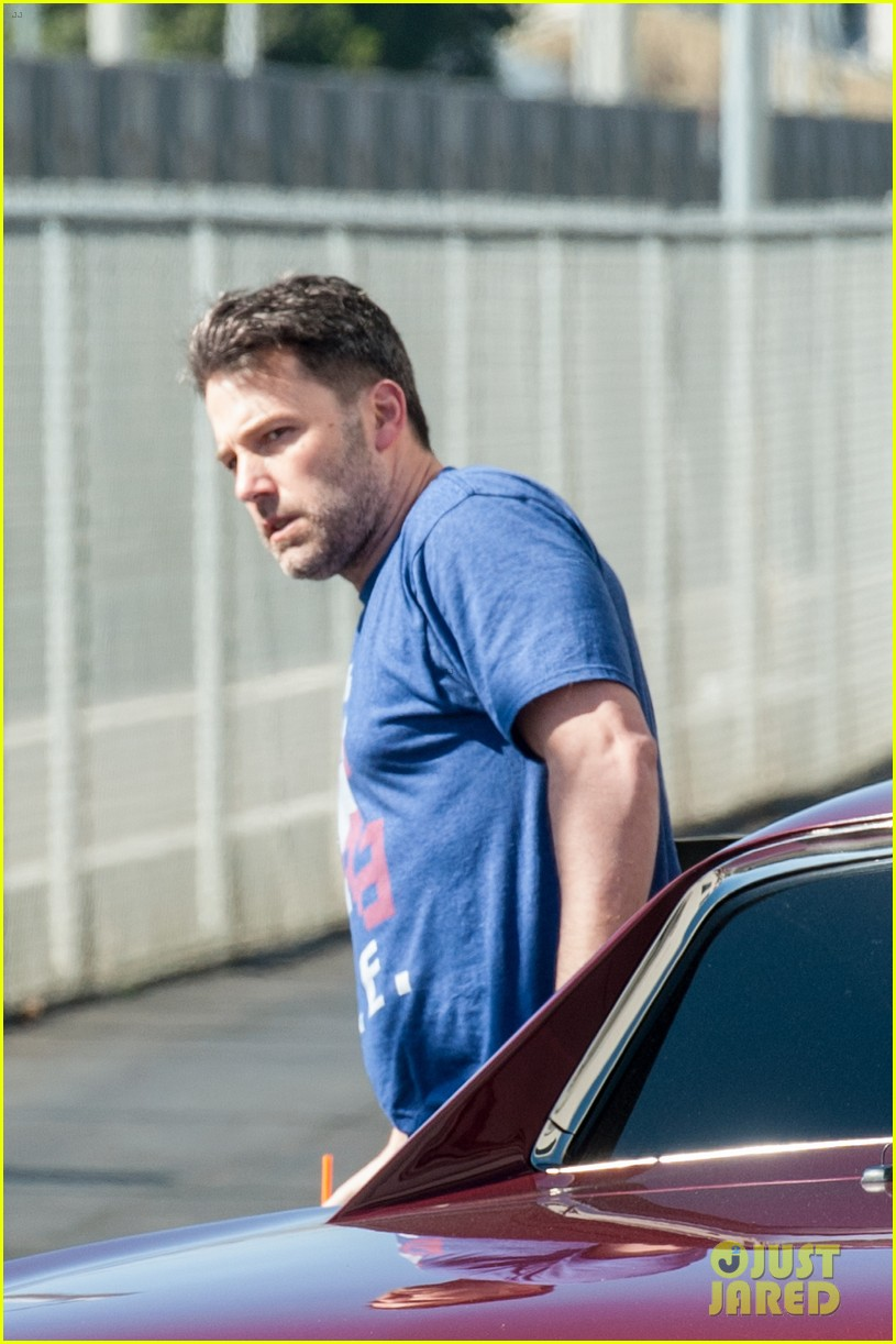 ben affleck casual coffee run 023585016