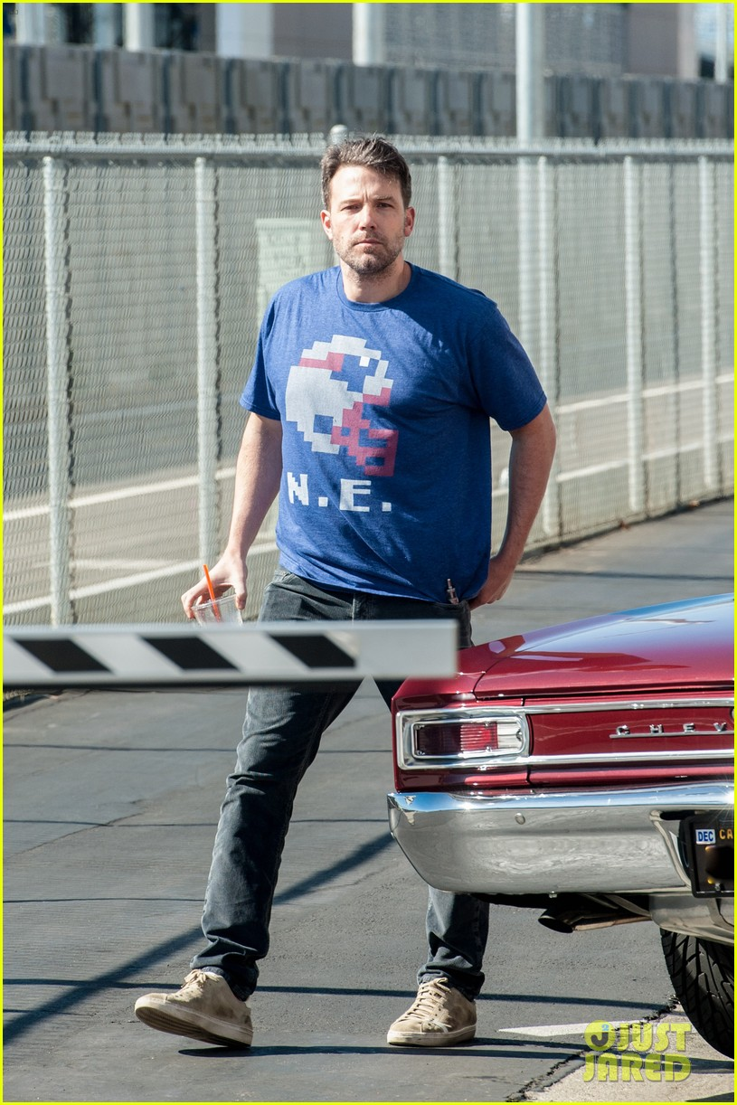 ben affleck casual coffee run 143585028