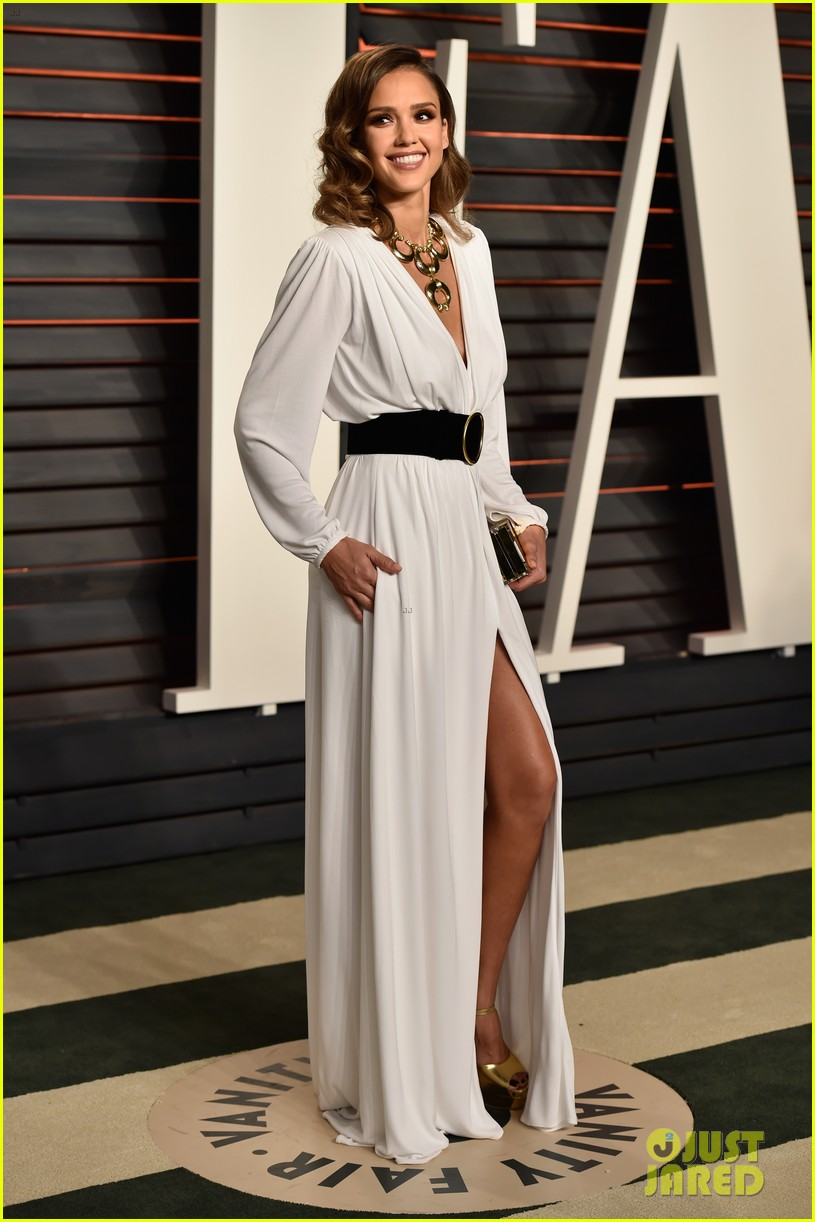 Jessica Alba Is White Hot At Vanity Fair Oscar Party