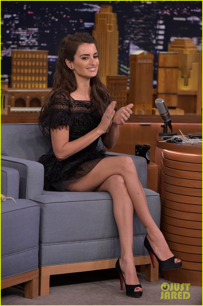 penelope cruz awkwardly asked about her 39 ugly feet 39 photo 3574795 penelope cruz pictures. Black Bedroom Furniture Sets. Home Design Ideas