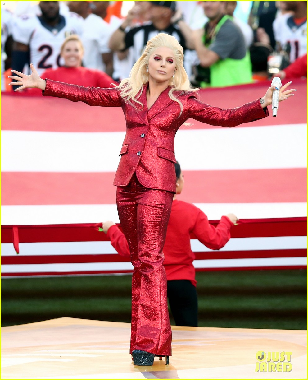lady-gaga-national-anthem-super-bowl-201