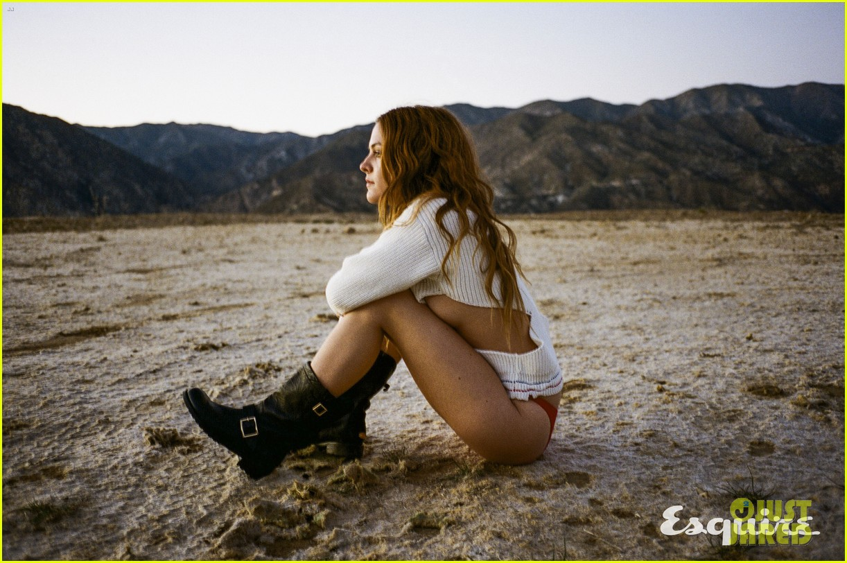 riley keough tells esquire she doesnt think about being elvis presleys granddaughter 033582513