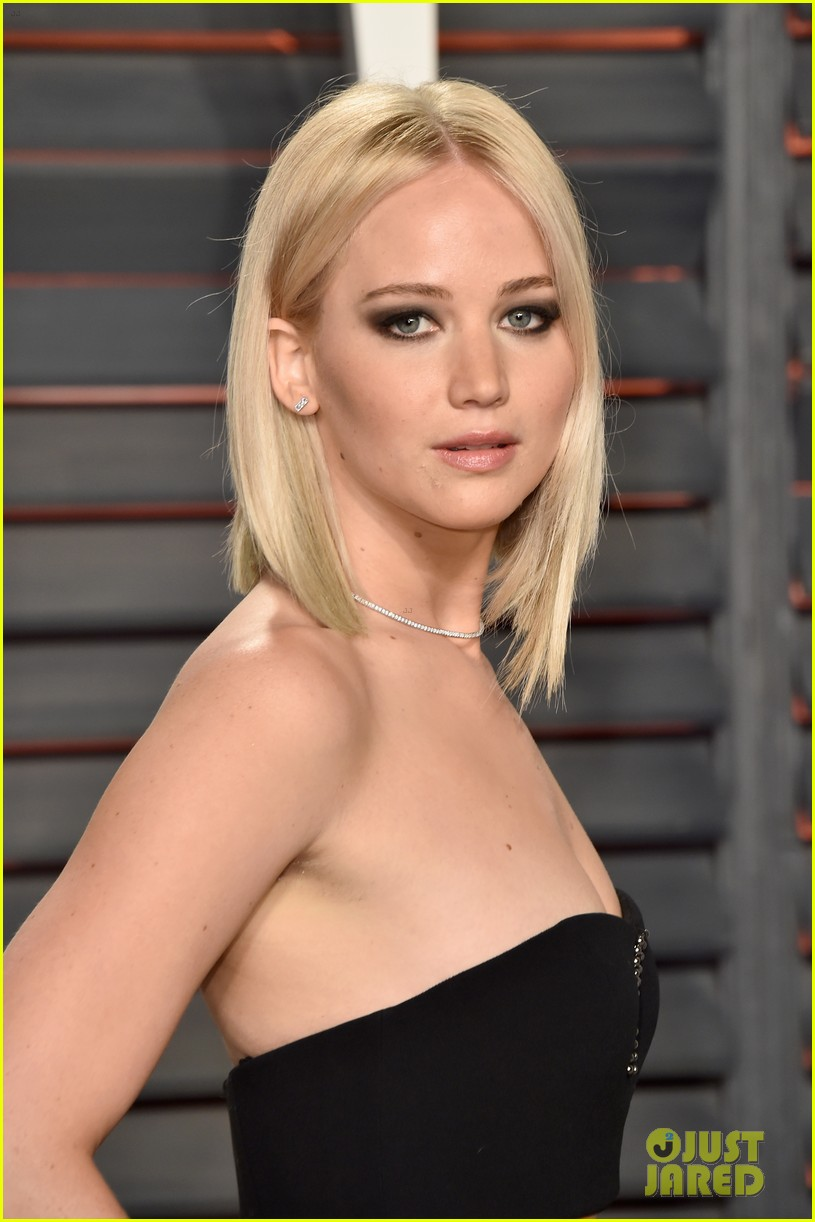 Jennifer Lawrence Shows Off Some Leg at Oscars 2016 Vanity Fair Party ... Jennifer Lawrence