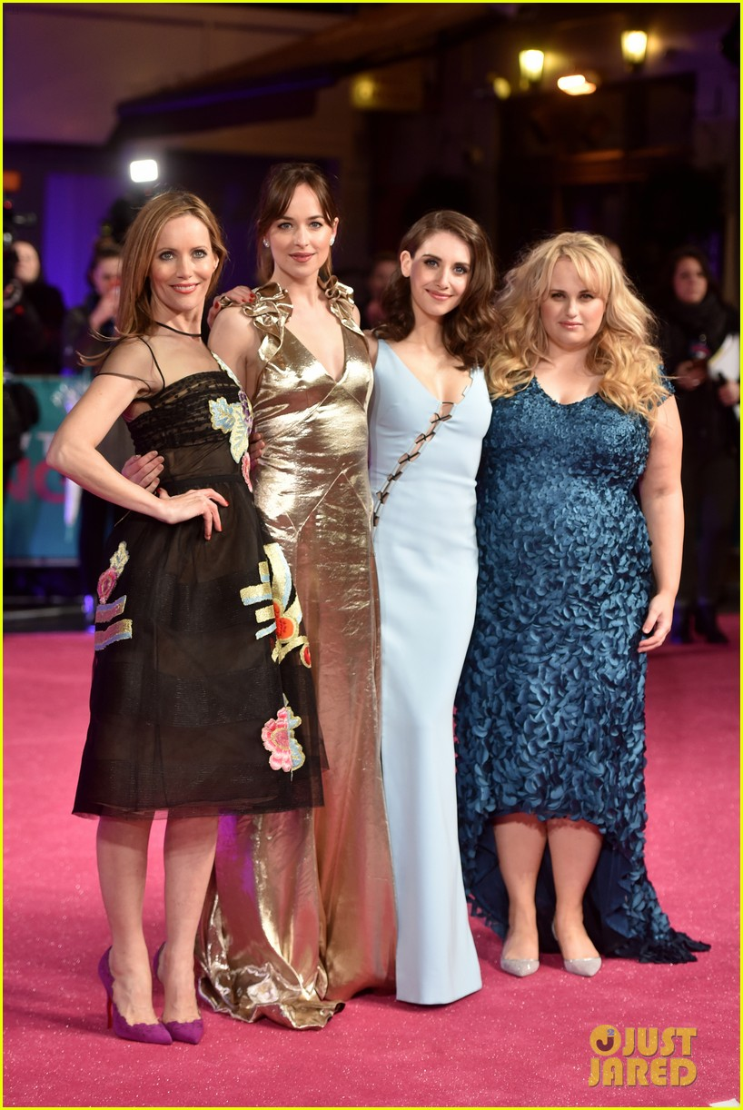 Dakota Johnson & 'how To Be Single' Cast Premiere Film In London!: Photo  3573283  Alison Brie, Dakota Johnson, Leslie Mann, Rebel Wilson Pictures   Just