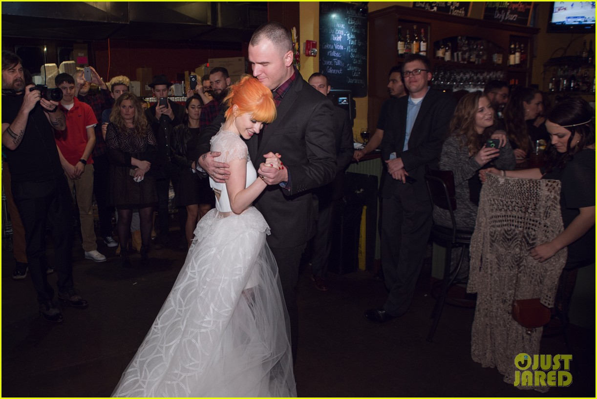 Paramore's Hayley Williams' Wedding Photos to Chad Gilbert Revealed ...