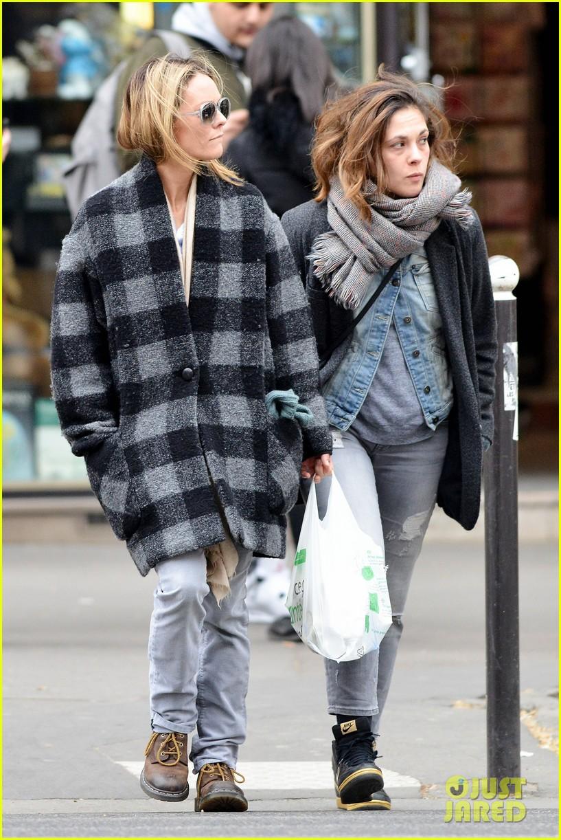 Lily-Rose Depp Steps Out With Rumored Boyfriend Ash ... Vanessa Paradis Boyfriend