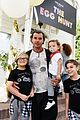 gavin rossdale brings his three sons to easter egg hunt 01