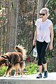 amanda seyfried sunny jog finn dog 15