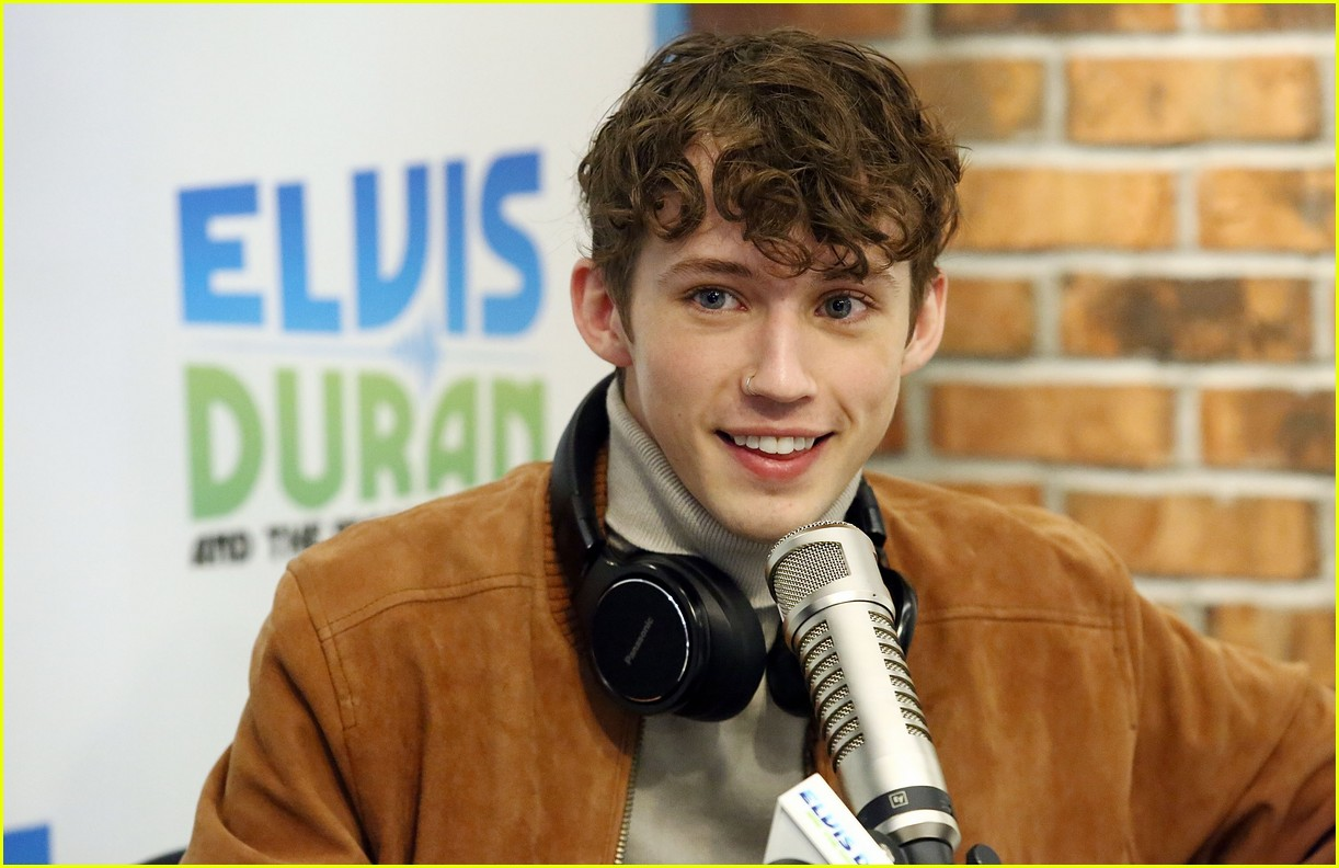 Troye Sivan Covers Alessia Cara's 'Here' on Z100 - Watch Now