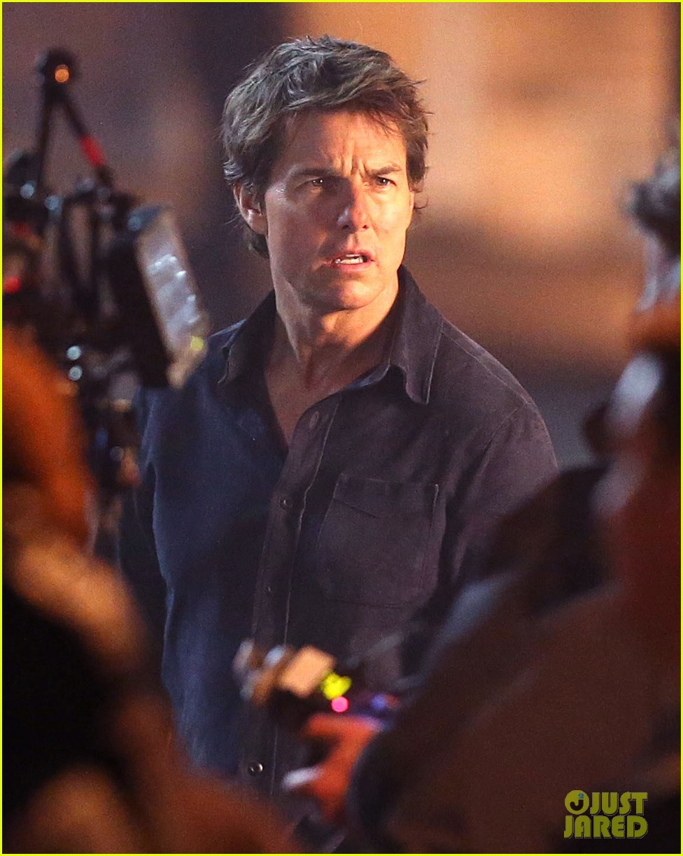 tom cruise spotted on  u0026 39 the mummy u0026 39  set with annabelle