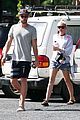 miley cyrus liam hemsworth grab breakfast in australia 07