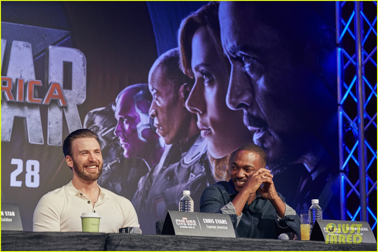 http://cdn03.cdn.justjared.com/wp-content/uploads/2016/04/evans-donut/chris-evans-robert-downey-jr-fight-over-last-donut-watch-17.jpg