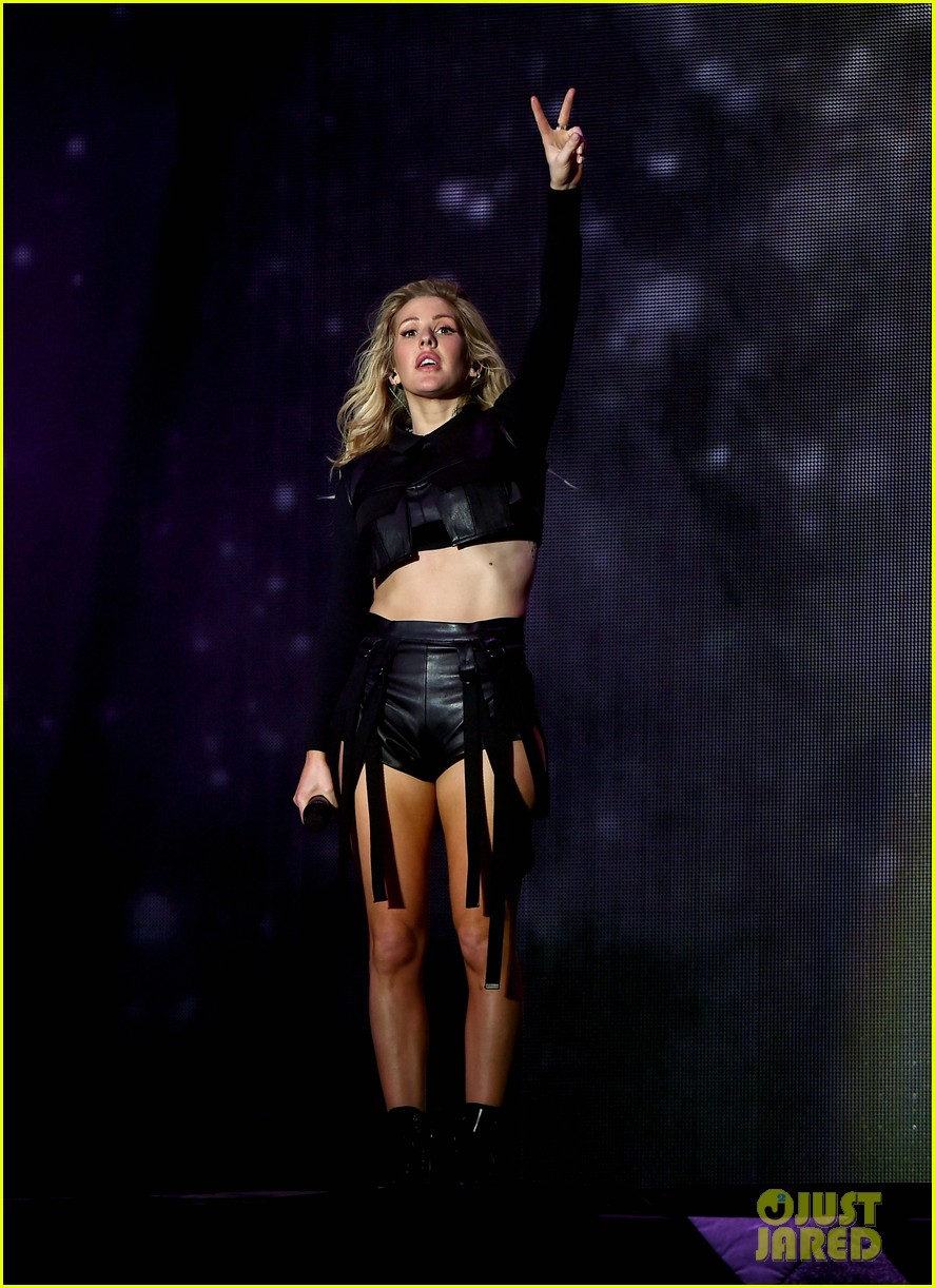 ellie goulding sings when doves cry for prince at coachella 013638571