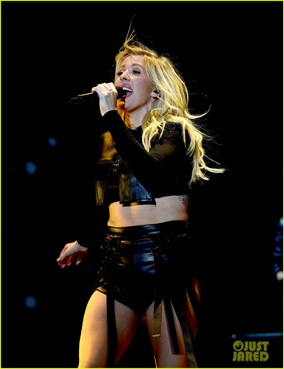 ellie goulding sings when doves cry for prince at coachella 023638572