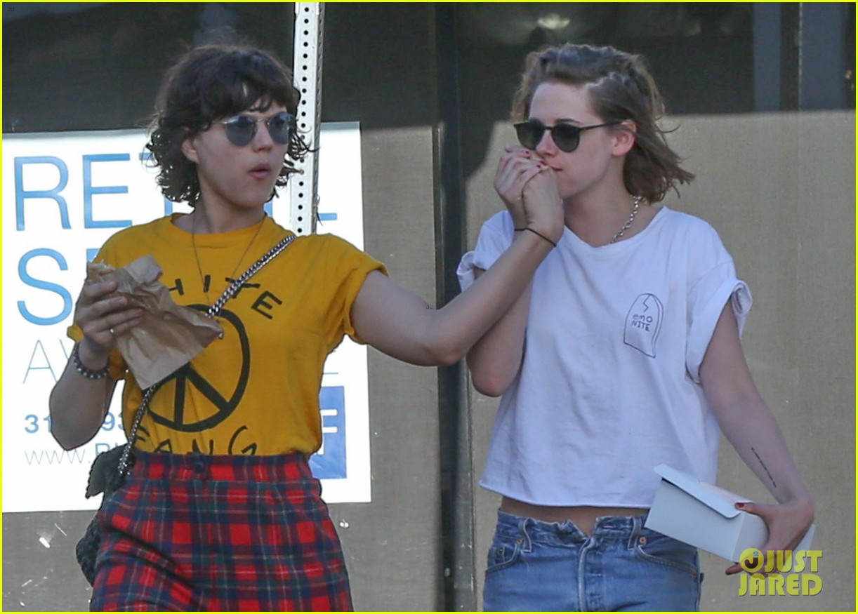 kristen dating alicia Actress kristen stewart has reportedly proposed to her partner alicia cargile for marriage - kristen stewart to wed girlfriend alicia cargile robert pattinson reveals details of his fake relationship with kristen.