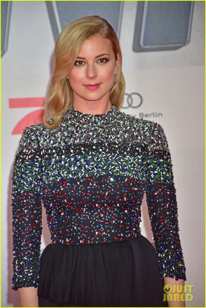 http://cdn03.cdn.justjared.com/wp-content/uploads/2016/04/vancamp-biggest/emily-vancamp-says-civil-war-is-marvels-biggest-movie-yet-11.jpg