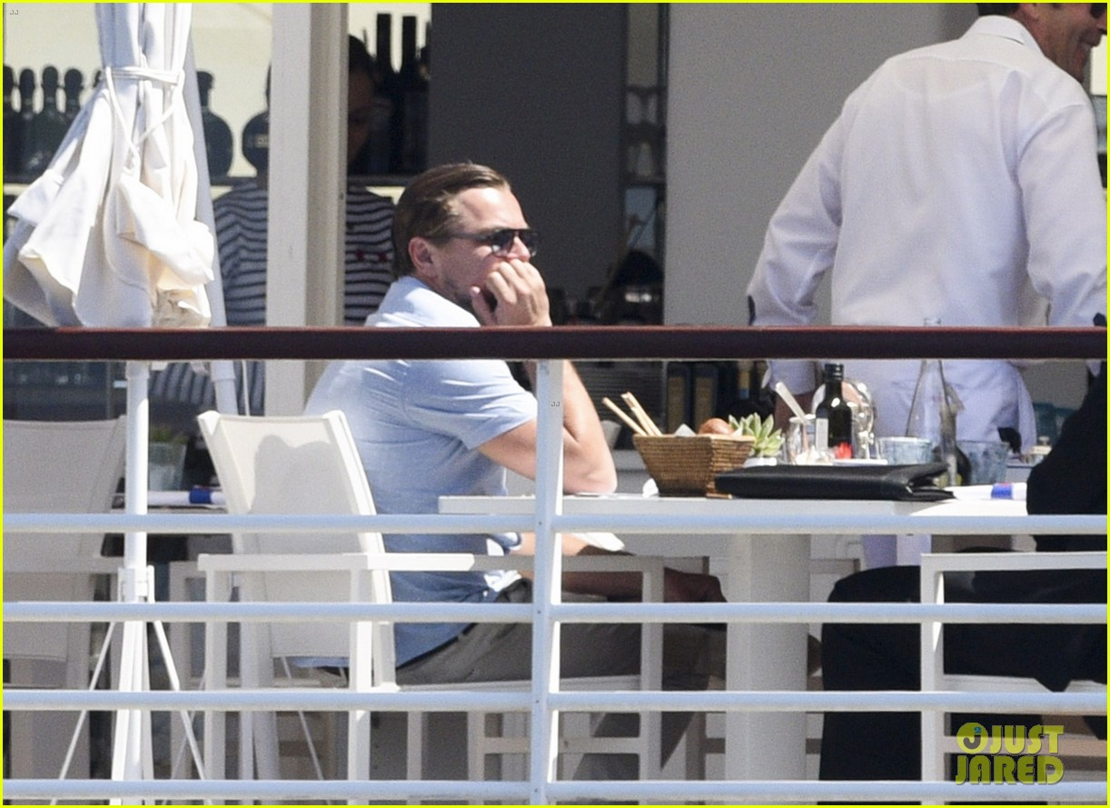 Candids (2016) Leonardo-dicaprio-starts-week-with-a-casual-cannes-lunch-10