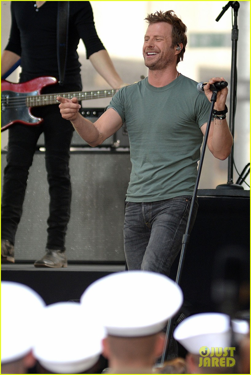 Full Sized Photo Of Dierks Bentley Dedicates Today Show