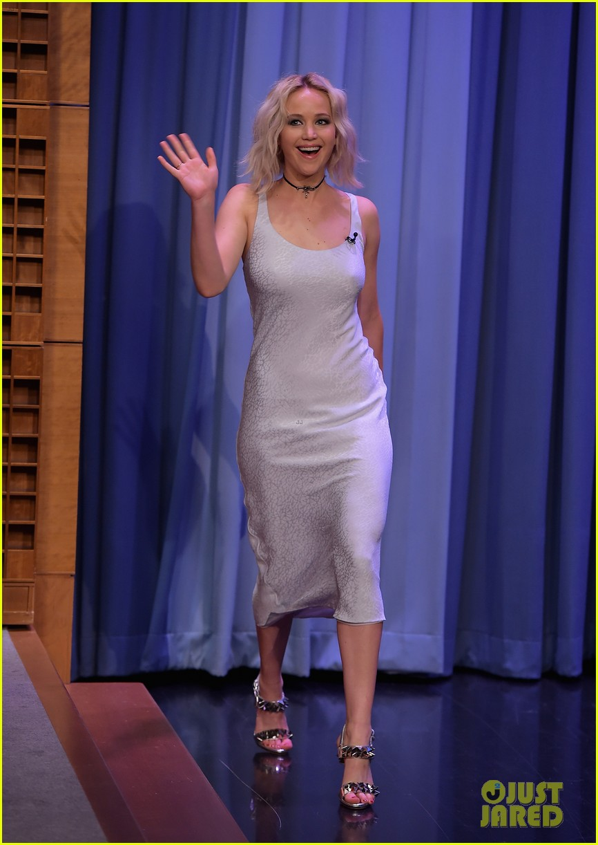 http://cdn03.cdn.justjared.com/wp-content/uploads/2016/05/lawrence-tconfessions/jennifer-lawrence-plays-true-confessions-with-john-oliver-04.jpg