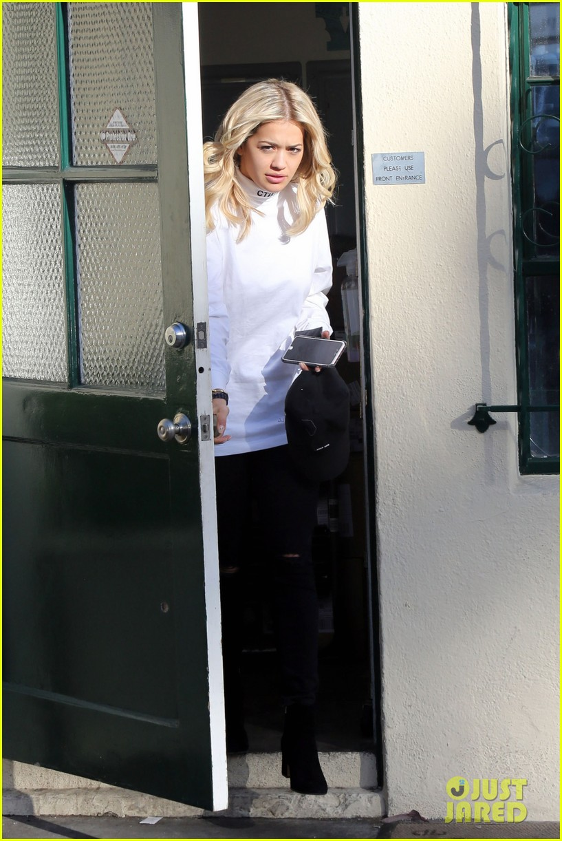 rita ora shares behind the scenes pics from fifty shades set 093665390
