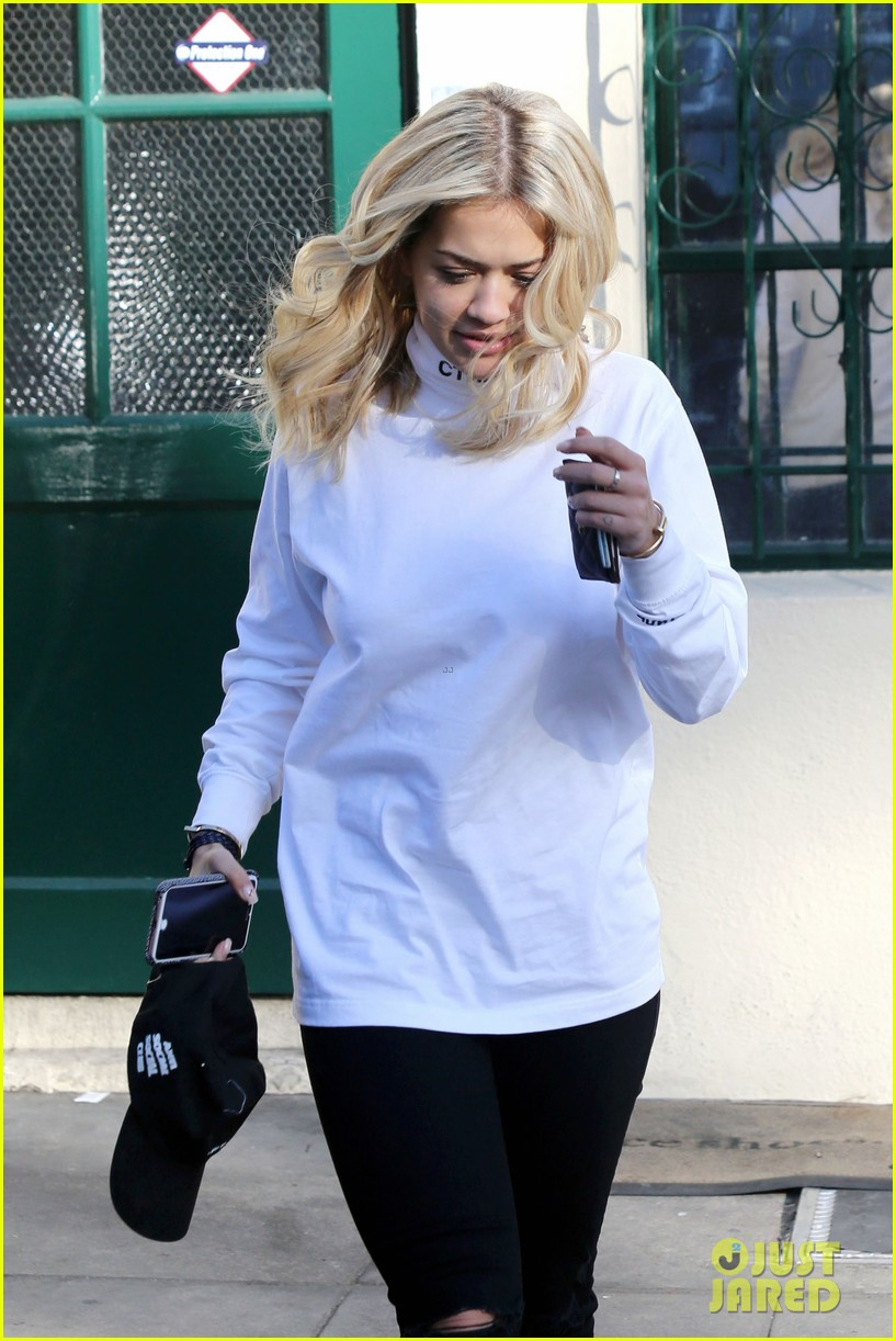 rita ora shares behind the scenes pics from fifty shades set 143665395