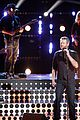 blake shelton performs new song on the voice finale 07