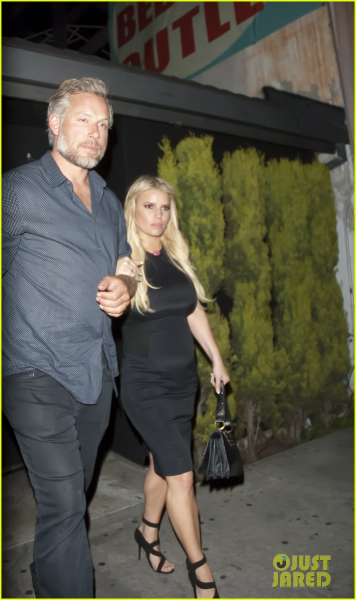 Jessica simpson who is she dating