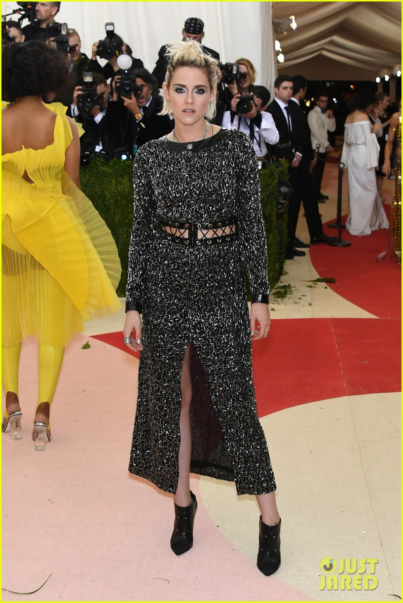 Kristen Stewart Met Gala 06 Demi Lovato Red Carpet