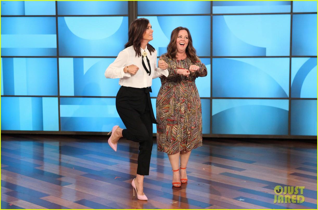 Kristen Wiig & Melissa McCarthy Dance Around for Hilarious \'Heads Up ...