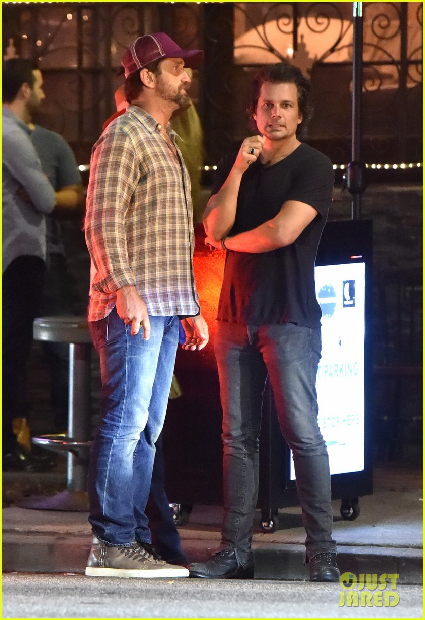 gerard butler morgan brown hang out with his friend len wiseman 233691631
