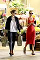 rosie huntington whiteley shops at whole foods 09