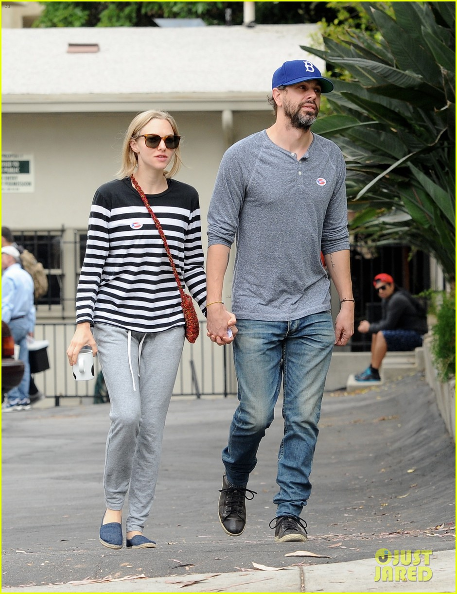 amanda seyfried amp thomas sadoski hold hands after voting photo