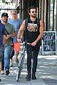 justin theroux steps out in a spring breakers movie t shirt 11