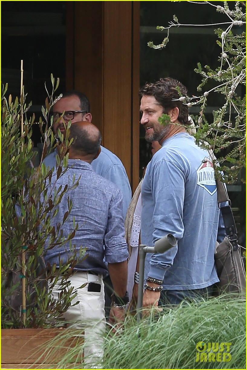 gerard butler shares throwback video with bradley cooper at last years wimbeldon 083697603