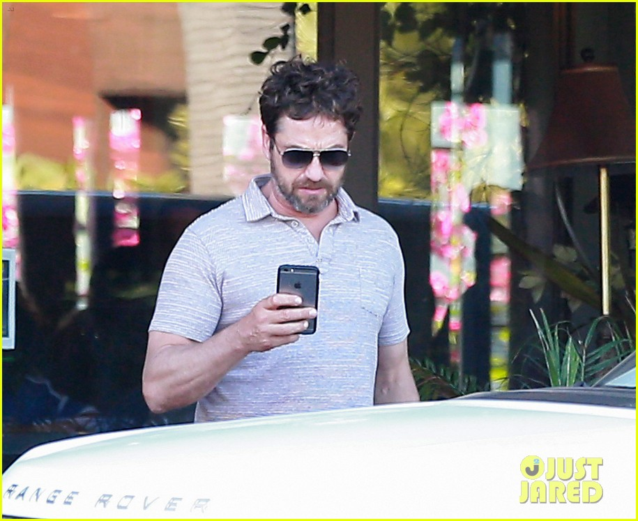 gerard butler shares throwback video with bradley cooper at last years wimbeldon 193697614