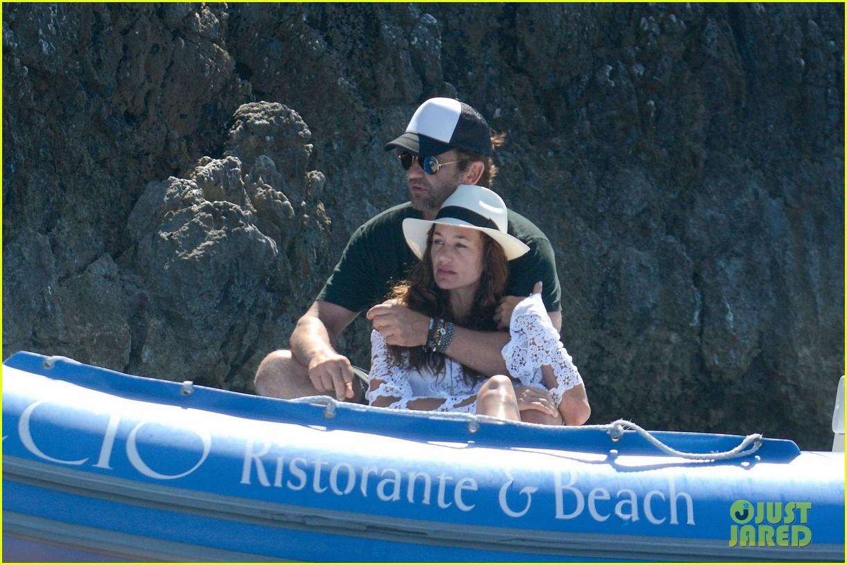gerard butler girlfriend morgan brown romantic boat ride in italy 113706587