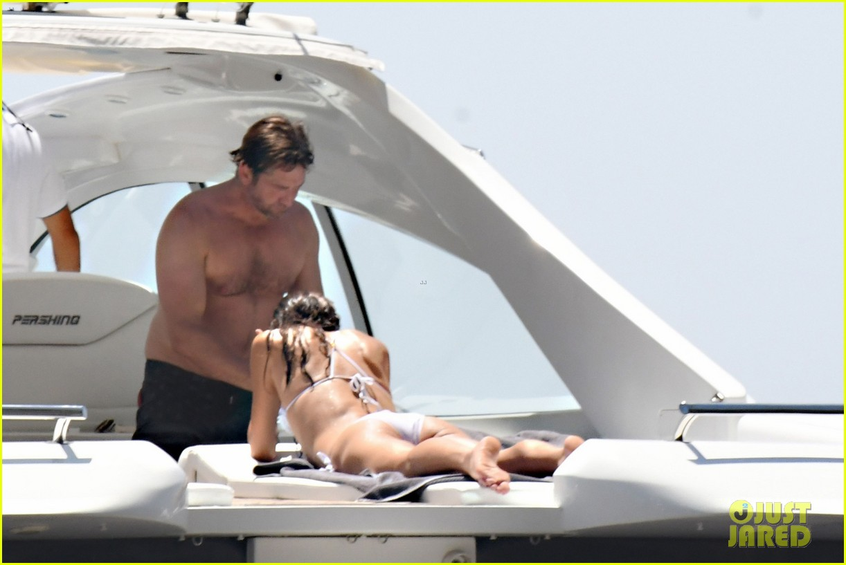 gerard butler girlfriend morgan brown romantic boat ride in italy 153706591