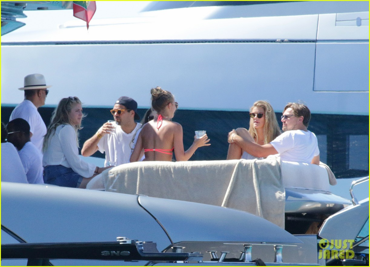 ... lounge on yacht with tobey maguire 45 | Photo 3717377 | Just Jared Tobey Maguire