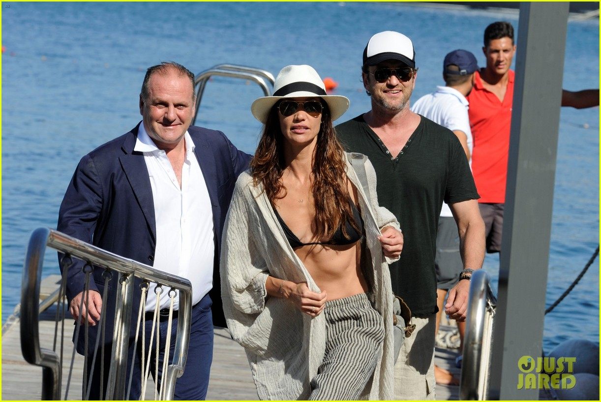 gerard butler couples up with morgan brown in italy 053703986