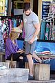 chris hemsworth elsa pataky dine at outdoor food stand in australia 31