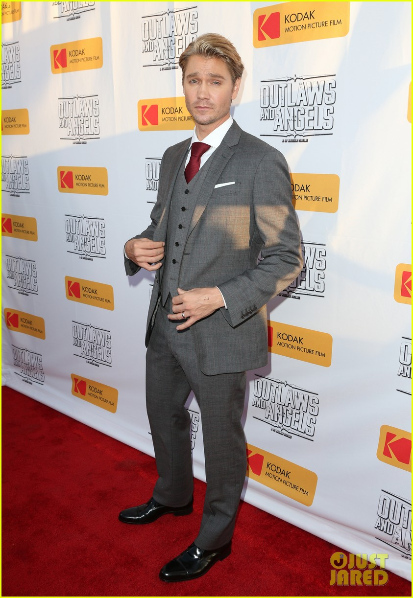 chad michael murray gets support from awesome wife sarah roemer at outlaws angels 133705251