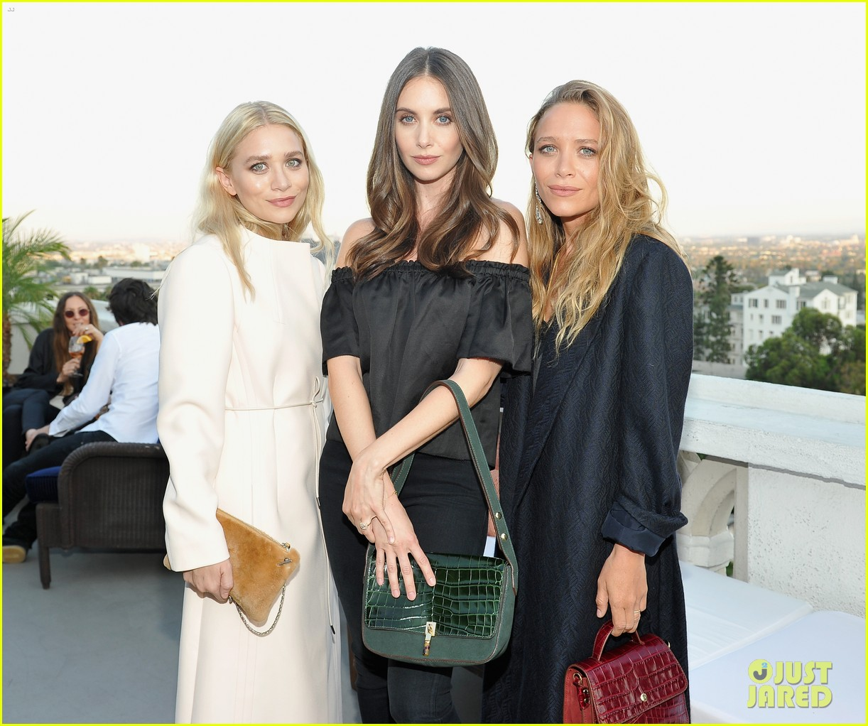 Mary-Kate & Ashley Olsen Get Support from Sister Lizzie at ...