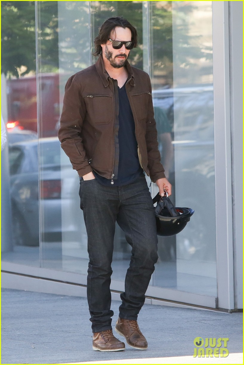 Keanu Reeves Has a New Job: Building Motorcycles!: Photo 3712416 ...