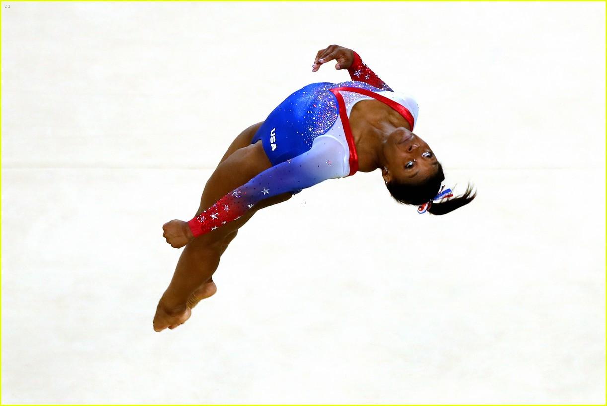Simone Biles Amp Aly Raisman Take Gold Amp Silver In