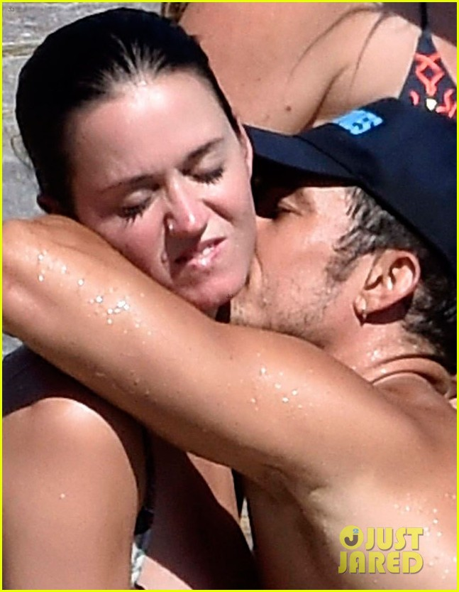 orlando bloom bares butt flaunts pda with katy perry new beach photos 113728179