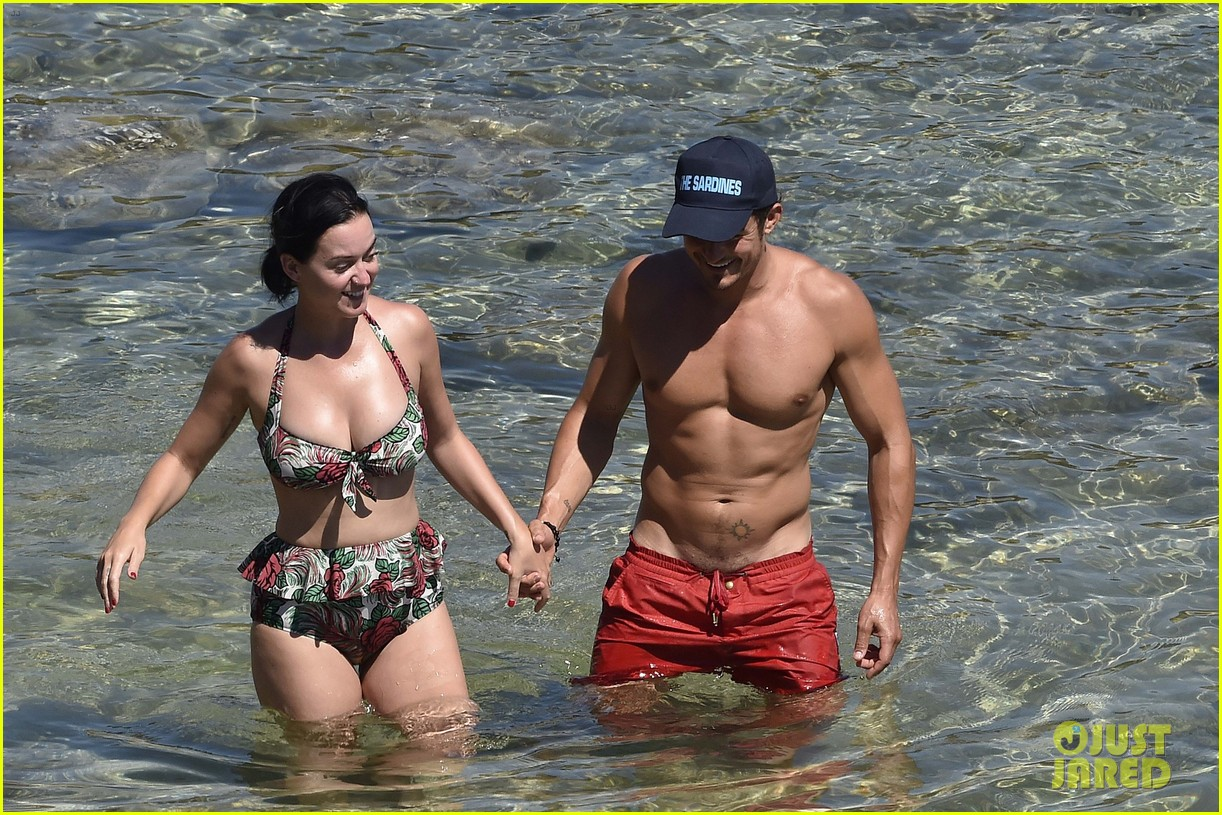 orlando bloom bares butt flaunts pda with katy perry new beach photos 173728185