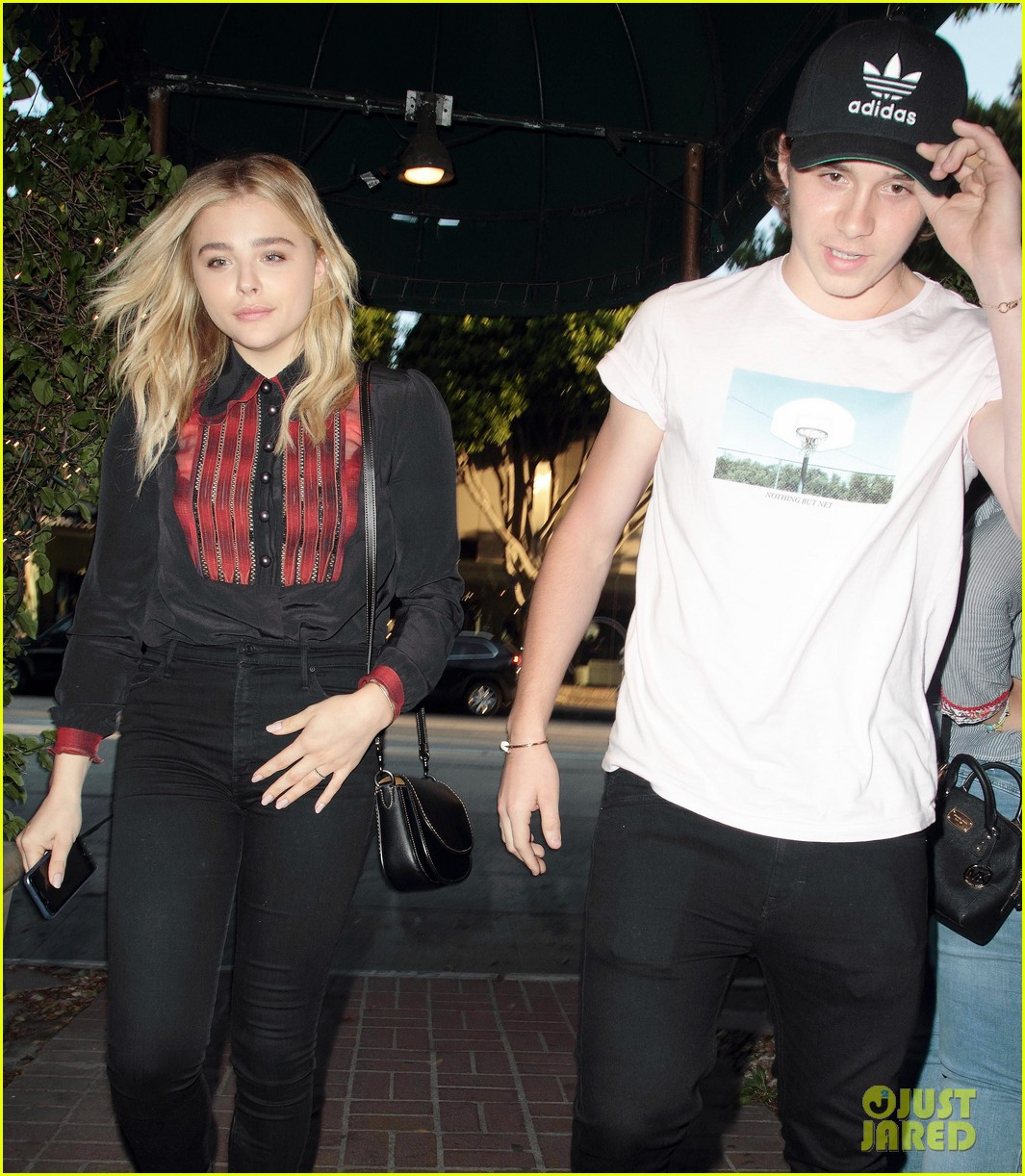 Is brooklyn beckham dating anyone