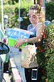 reese witherspoon spends her afternoon shopping00406